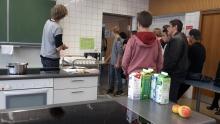 Schüler diskutieren mit der Jugendinitiative